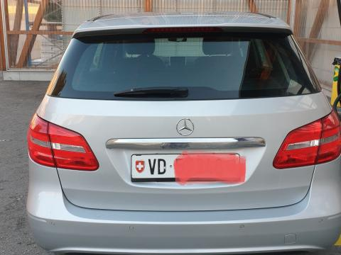 Mercedes-Benz B180 Sport /G-DCT automatique Active Edition Gris