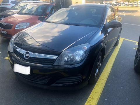 Opel Astra GTC Noire